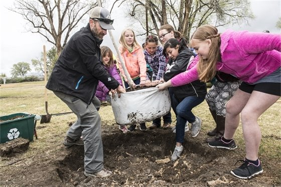 "Community Makes Plans to ""Reconnect with Nature"" During Earth Week"